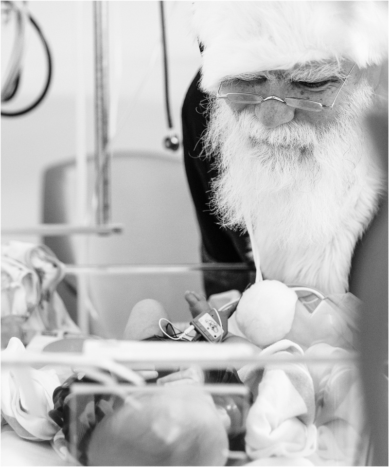 Baltimore Maryland NICU photos with Santa
